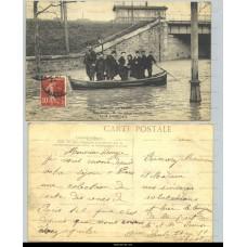 Paris - Crue de la Seine - Saint-Denis - Un des canots transbordeurs - 28 janvier 1910